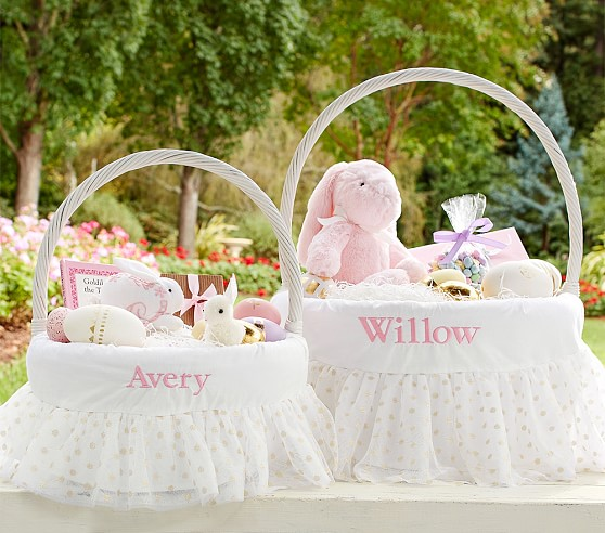 Last year when the Pottery Barn Kids magazine came out I fell in love with their Easter baskets. However, purchasing one for each of us would have been pretty costly so I decided to keep my eyes open for large baskets with liners, or that I could make one for.